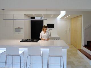 El Cigarral RRA Arquitectura Cocinas de estilo minimalista Mármol Blanco