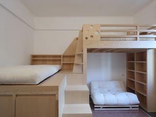 Daniele Arcomano Modern style bedroom Wood