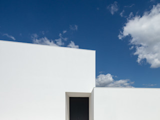 Gafarim House Tiago do Vale Arquitectos Casas modernas Branco