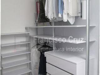 Francisco Cruz Arquitectura Interior Minimalist dressing room Chipboard White