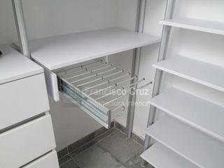 Francisco Cruz Arquitectura Interior Modern Dressing Room Aluminium/Zinc White