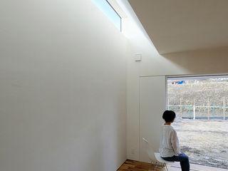 H Residence 海が望める家 一級建築士事務所 Atelier Casa オリジナルデザインの リビング