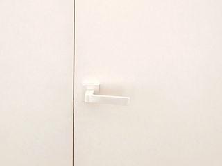 Eseiesa Arquitectos ミニマルな医療機関 白色