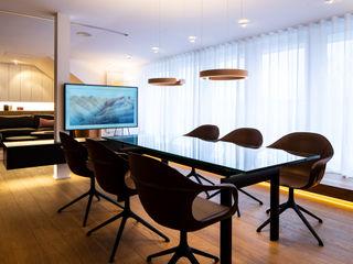 schulz.rooms Salas de estilo moderno
