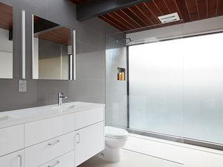 Klopf Architecture Modern bathroom