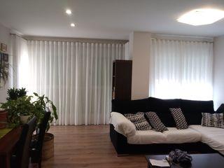 Instalación y confección de visillos en salón Navarro valera cortinas y hogar HogarTextiles Lino Blanco