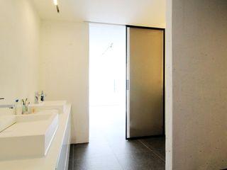 WITHJIS(위드지스) Casas de banho modernas Alumínio/Zinco Preto