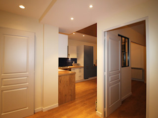 Agence ADI-HOME Koridor & Tangga Modern Chipboard White