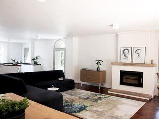 Metaphor Design Minimalist living room Wood White