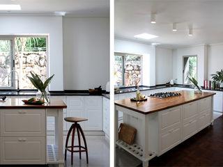 Metaphor Design Minimalist kitchen