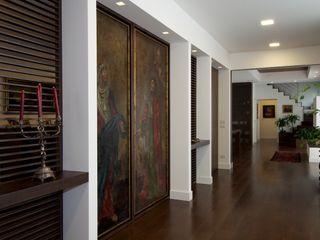 Casa RD 13 CalìArchitetti Ingresso, Corridoio & Scale in stile eclettico