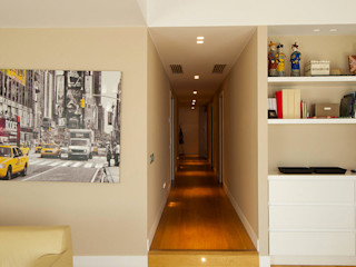 Casa GS 10 CalìArchitetti Ingresso, Corridoio & Scale in stile moderno