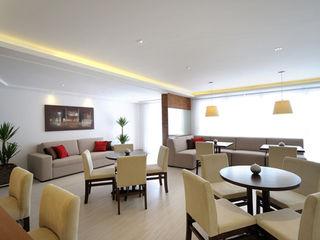 Aline Dinis Arquitetura de Interiores Phòng ăn phong cách hiện đại Gỗ Beige
