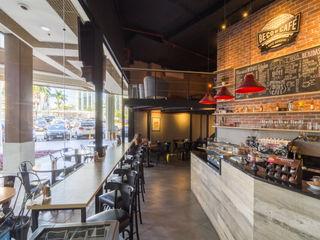 DV ARQUITETURA Bar & Club in stile industrial