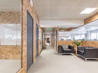 Boost Studio Modern office buildings Plywood Wood effect