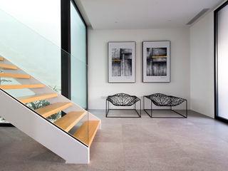 DonateCaballero Arquitectos Corredores, halls e escadas minimalistas