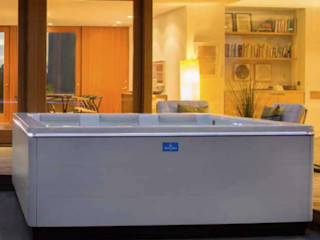 Whirlpool Test SPA Deluxe GmbH - Whirlpools in Senden Minimalistischer Garten Beige