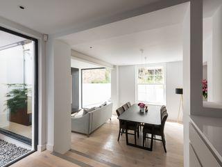 The Bevel Extension IQ Glass UK Ruang Keluarga Modern Aluminium/Seng White