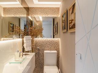 Arquitetura Sônia Beltrão & associados Moderne Badezimmer Marmor Beige