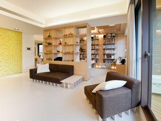 直方設計有限公司 SoggiornoScaffali Effetto legno