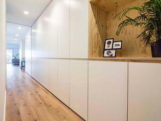 DonateCaballero Arquitectos Corredores, halls e escadas modernos
