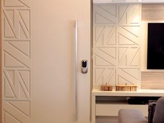 Haus Brasil Arquitetura e Interiores Modern style doors