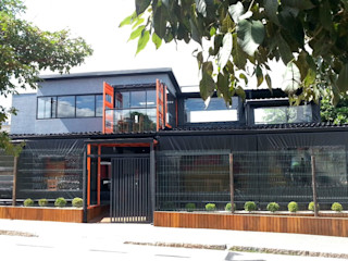 AP Arquitetura Ecoeficiente Moderne bars & clubs IJzer / Staal Oranje