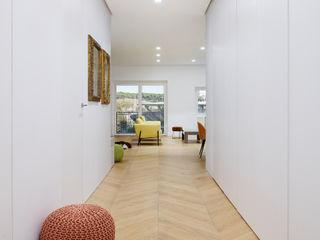 Casa TIZIANO Arabella Rocca Architettura e Design Ingresso, Corridoio & Scale in stile moderno