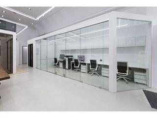 WITHJIS(위드지스) Centros de exposições modernos Vidro Transparente
