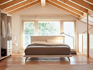MD WORK SRL 臥室床與床頭櫃 布織品 Beige