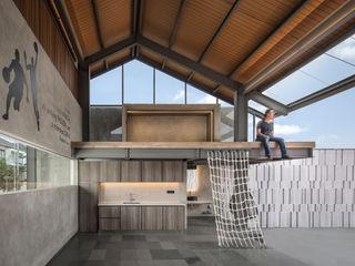 Rakta Studio インダストリアルな 温室
