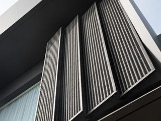 Rakta Studio 和風スタイルの 壁&フローリングデザイン