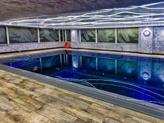 Pool and Saunarium for Novotel London - Canary Wharf London Swimming Pool Company Hotéis modernos Concreto
