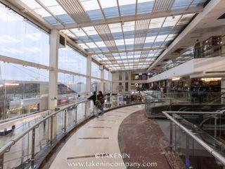 TakenIn Galerías y espacios comerciales de estilo industrial