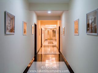 TakenIn Pasillos, vestíbulos y escaleras modernos