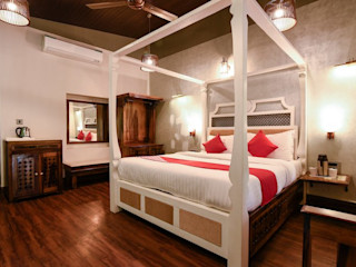 RAVI - NUPUR ARCHITECTS Hoteles de estilo colonial Madera Blanco