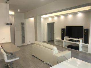 Ristrutturazione appartamentoTotal White Omnia Multiservizi - Roma Invest Soggiorno moderno Beige