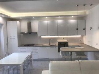 Ristrutturazione appartamentoTotal White Omnia Multiservizi - Roma Invest Cucina moderna Bianco