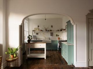 An Edwardian Villa in Cardiff by deVOL deVOL Kitchens Кухня Синій