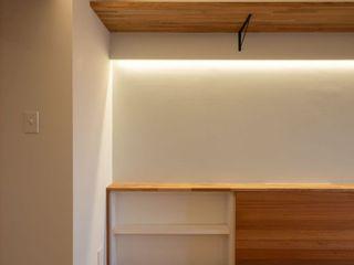 風窓の家 株式会社エキップ モダンデザインの リビング 無垢材 木目調