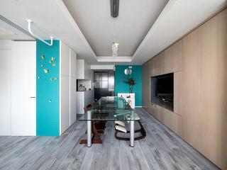 望楼の家 すくすくリノベーションvol.10 株式会社エキップ モダンデザインの リビング 青色