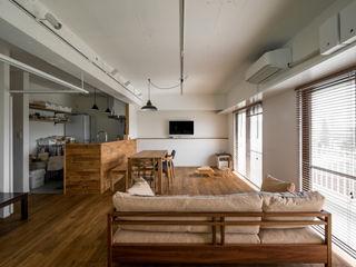 素因数の家 すくすくリノベーションvol.11 株式会社エキップ モダンデザインの リビング 無垢材 木目調