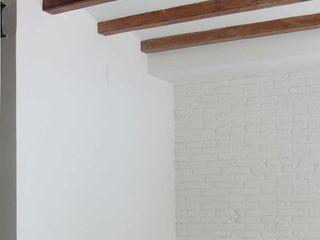 Reforma integral de una vivienda en Barcelona, Margarit, Divers Arquitectura, especialistas en Passivhaus en Sabadell Paredes y suelos de estilo minimalista