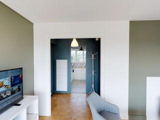 CHIC PARTAGÉ MIINT - design d'espace & décoration Couloir, entrée, escaliers modernes Bleu