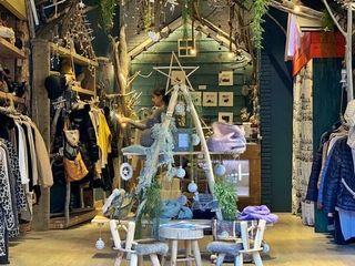 Diseño y Decoración de Tienda de Ropa y Regalos Palets de Lujo Oficinas y tiendas Madera