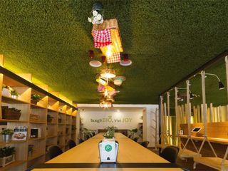 Joy Bar- Milan - Soffitto Erba Sintetica, Bancone in Muschio stabilizzato Lizzeri S.n.c. Pareti & PavimentiRivestimenti pareti & Pavimenti Sintetico
