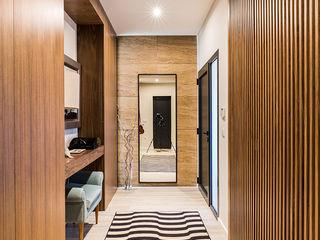 ShiStudio Interior Design Modern corridor, hallway & stairs Wood