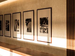 ShiStudio Interior Design Corridor, hallway & stairsAccessories & decoration Wood effect