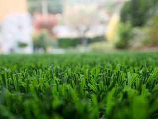 Bellissimo giardino in erba sintetica con filo memory a Brescia Lizzeri S.n.c. Giardino anteriore