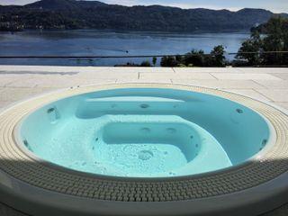 Vasca idromassaggio Lago d'Orta Mirani Sas Vasche idromassaggio Bianco
